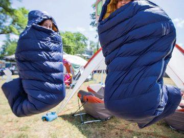 cách chọn túi ngủ đi du lịch